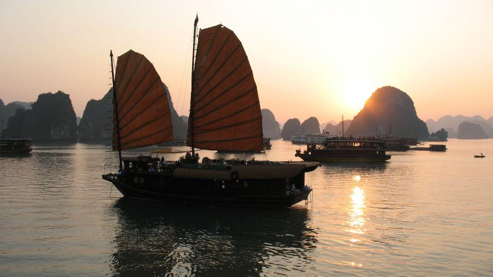 halong-bay-vietnam-1-1359641-1920x1440.jpg